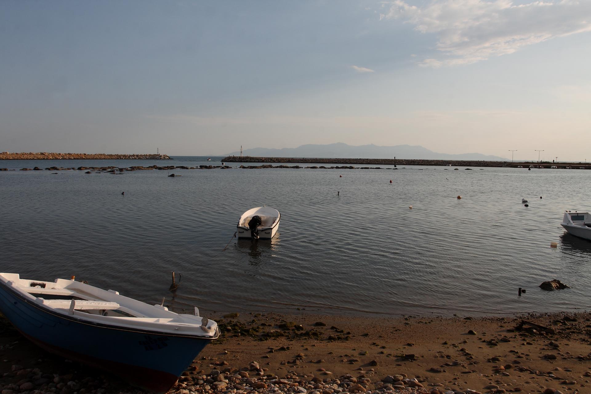 Αποτέλεσμα εικόνας για αρχαια βυθισμενη πολη Λιμάνι Αβδήρων.